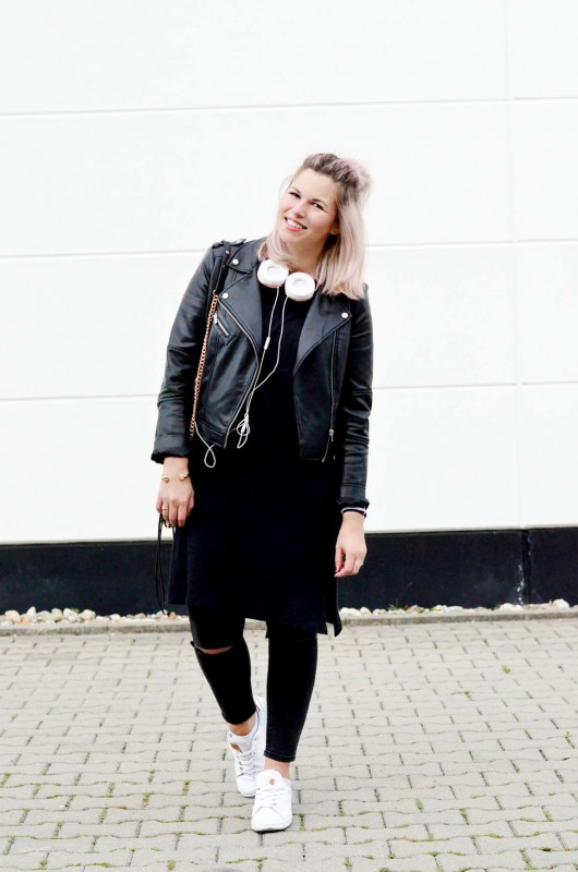 Modeblog-Berlin-Fashion-Blog-Fashionzauber-Lederjacke-Jeans-Sneaker-rosa-Haare-Rebecca-Minkoff-Mini-Mac