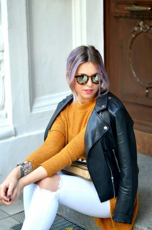 Fashionzauber-Mode-Blog-Fashion-Blog-Berlin-Outfit-Look-weiße-Jeans-senfgelber-Pullover-Adidas-Originals-Superstars-Lederjacke-Le-Specs-Hey-Macarena