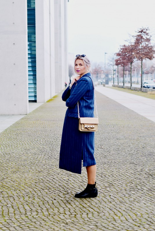 Fashionzauber-ootd-Outfit-Mantel-Nadelstreifen-Booties-Linea-Pelle-Grayson-Bar-Bag-beige-Mode-Fashion-Blog-Berlin