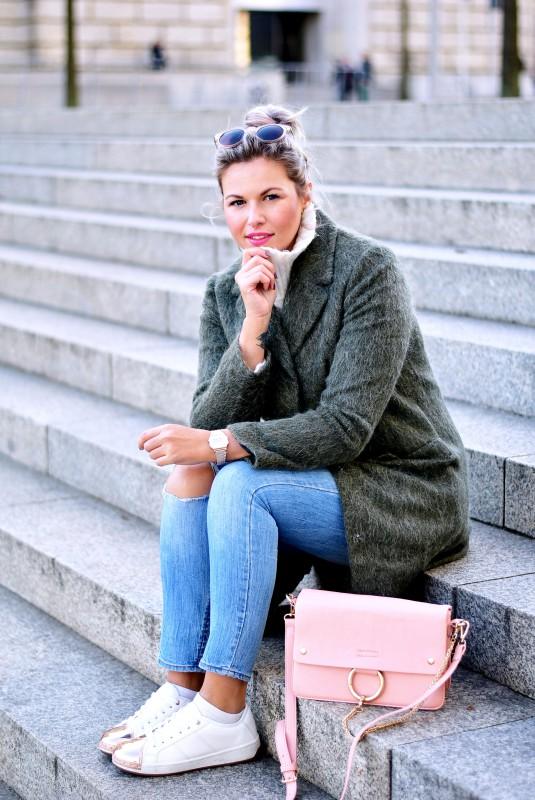 wool-coat-asos-khaki-green-skinny-jeans-mango-aldo-metal-toe-cap-sneaker-rosegold-monki-sunglasses-chloe-faye-lookalike-bag-Fashionzauber-Styleblog