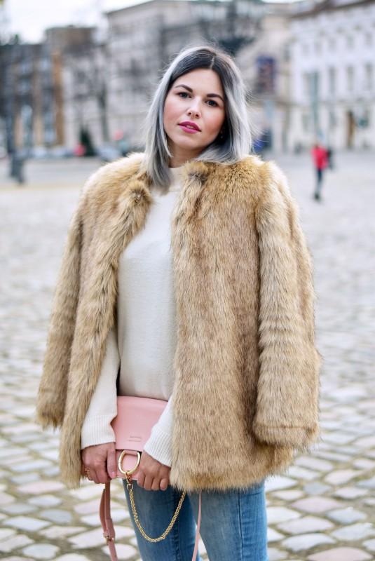 Outfit-Felljacke-Fake-Fur-Faux-Fur-Zara-ripped-Jeans-Adidas-metal-toe-cap-rosegold-sneaker-beige-Fashionzauber-Blog-Berlin-Mode-Lookbook-Instalook