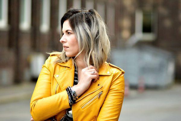 Fashionzauber-Streetstyle-Outfit-gelbe-bikerjacke-zara-asos-oversized-cardigan-berlin-streetlook-herbst-Mode-Fashionblog
