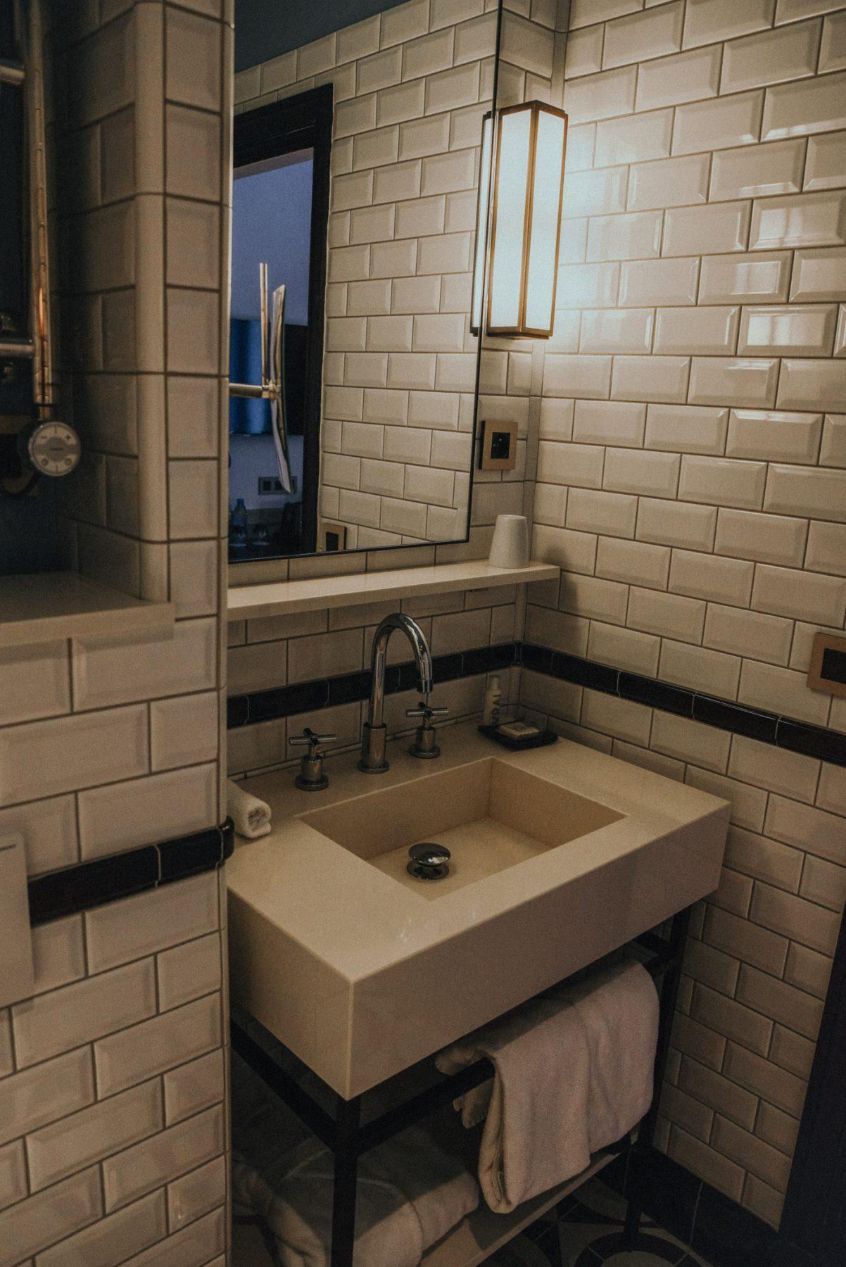 hotelreview-adele-jules-paris-boutique-hotel-zentrum-fashionblog-travelblog-reiseblog-fashionzauber-badezimmer
