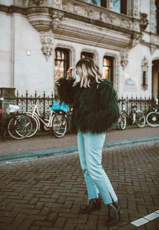 amsterdam-outfit-diary-shaggy-jacket-coat-modeblog-alinekaplan.com