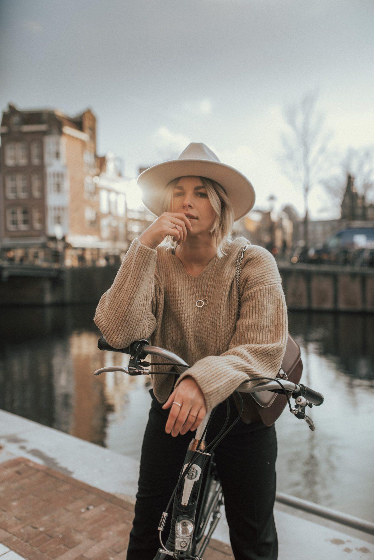amsterdam-outfit-diary-sthomas-sabo-necklace-H&M-oversize-sweater-modeblog-alinekaplan.com