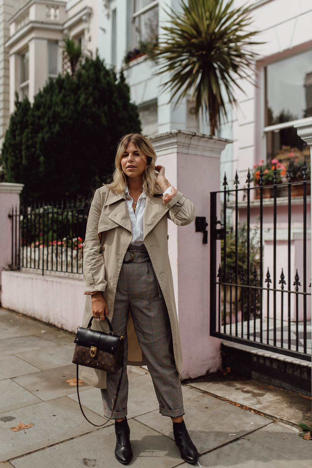 Image for [Outfit] London Streetstyle mit Trenchcoat & Bundfaltenhose