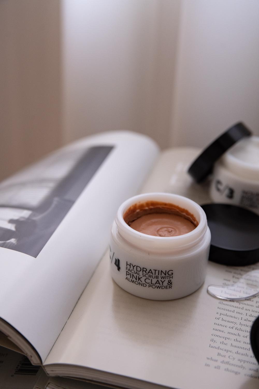 C/4-Hydrating-Facial-Scrub-with-Pink-Clay-Almond-Powder-Peeling-50ml