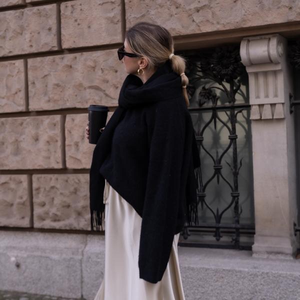 Schön gestylt mit Babybauch: Outfit mit Midi-Rock