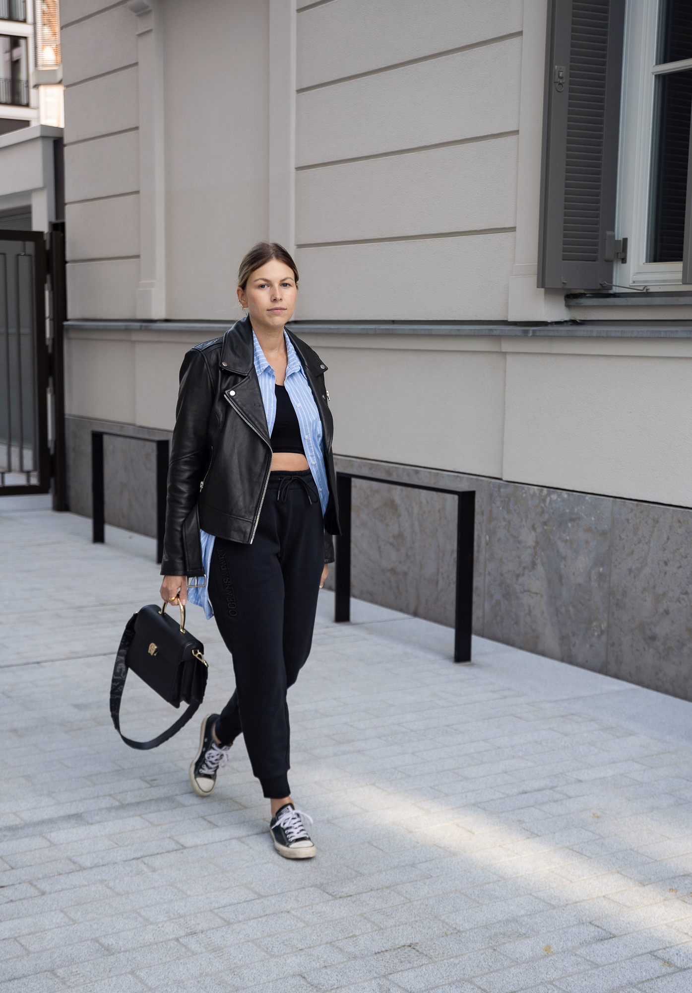 athleisure-outfits-sweat-pants-jogger-sneaker-lderjacke-new-balance-aline-kaplan-modeblog-berlin