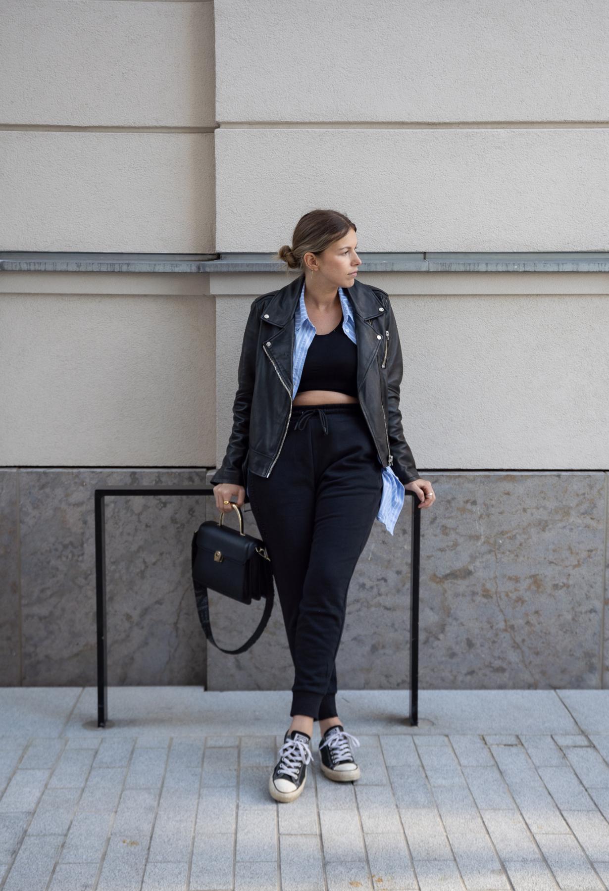 athleisure-outfits-sweat-pants-jogger-sneaker-new-balance-aline-kaplan-modeblog-berlin-lederjacke