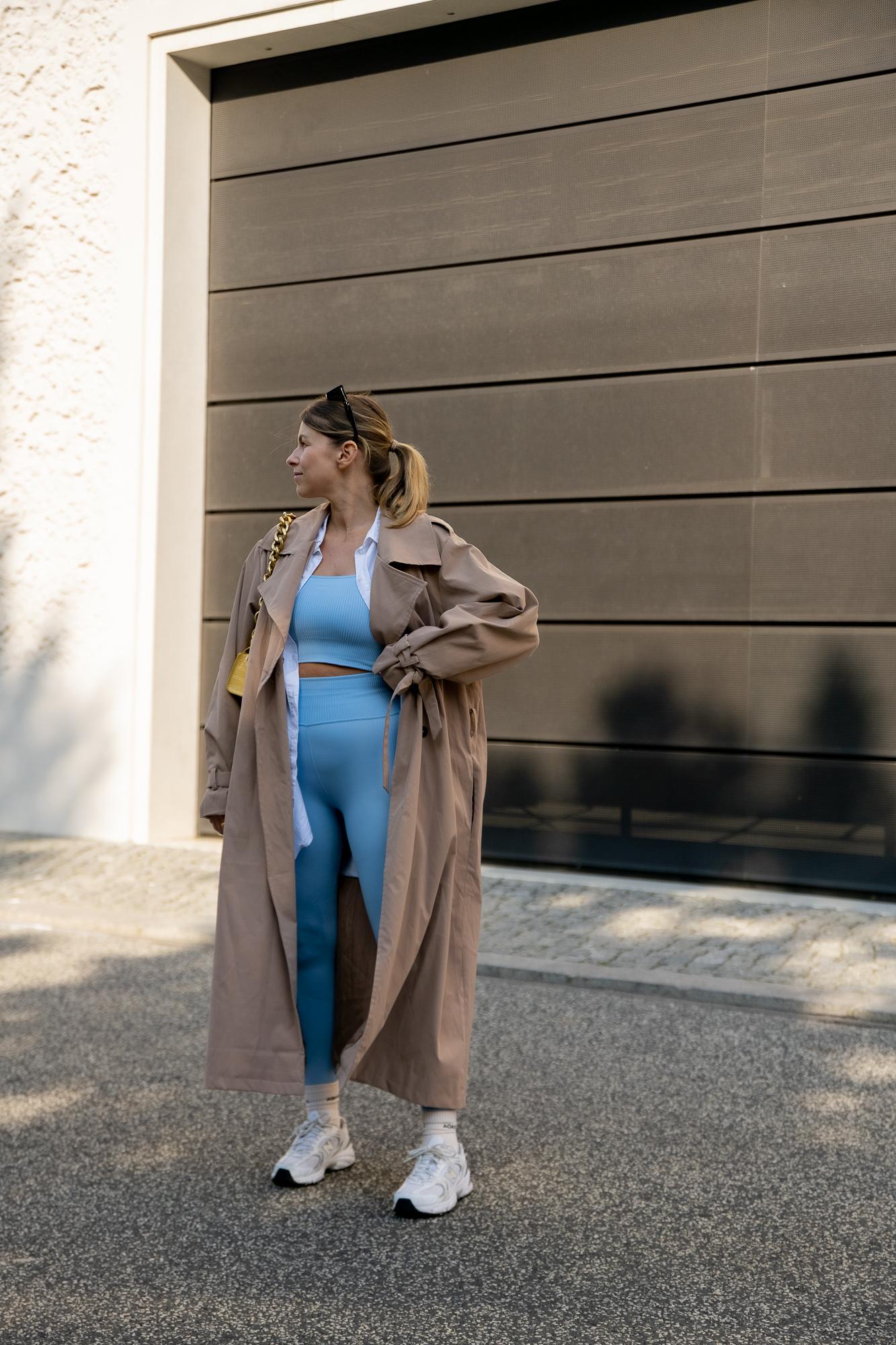athleisure-outfits-trenchcoat-sneaker-new-balance-aline-kaplan-modeblog-berlin-5
